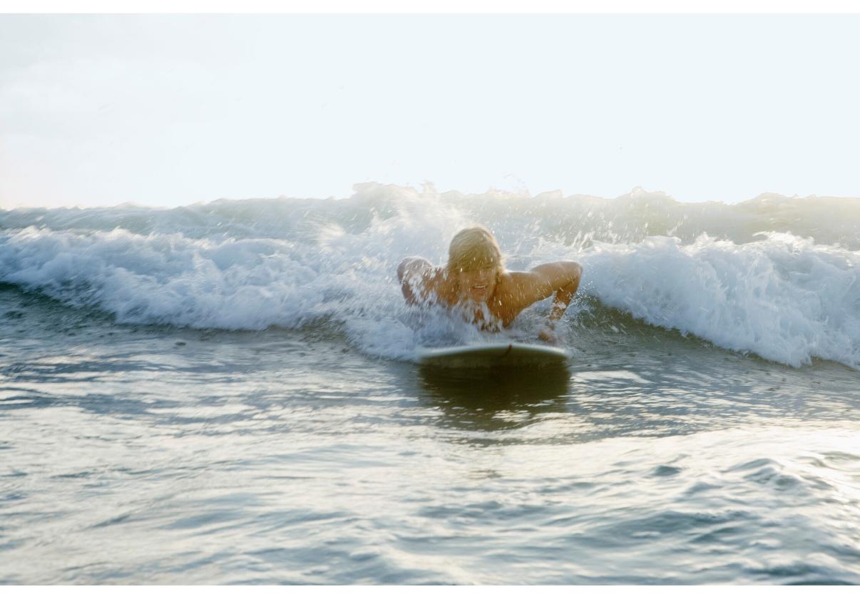 Dá pra aprender a surfar sozinho? O que saber antes de começar