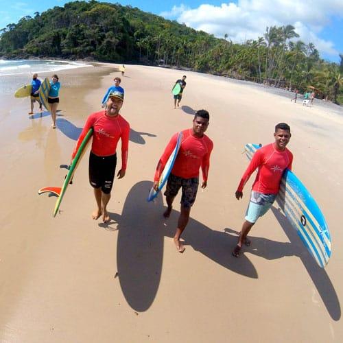 Instrutores de surf da EasyDrop Surf Camp em Itacaré
