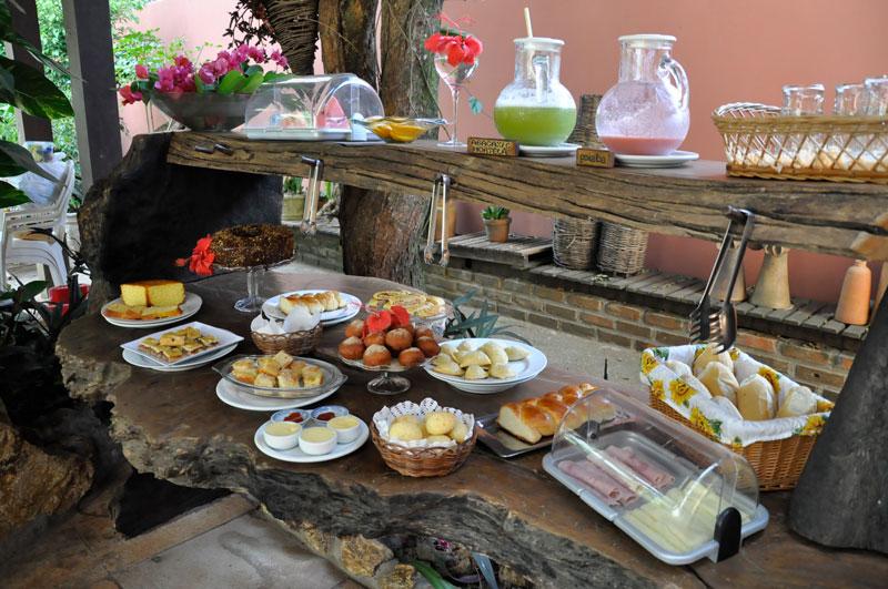Buffet de café da manhã da Pousada Girassol em Itacaré