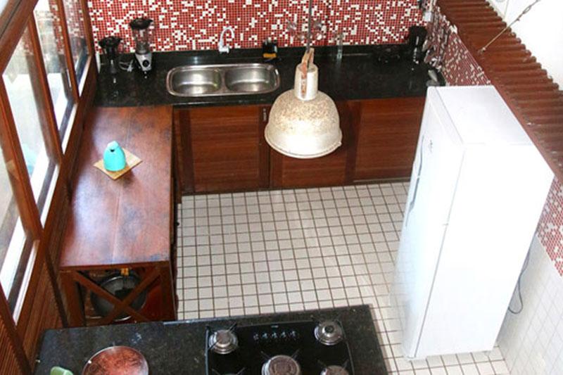 Cozinha do apartamento DropInn em Itacaré