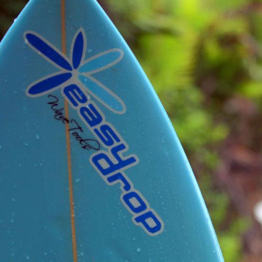 Prancha de Surf com logotipo EasyDrop Surf Camp