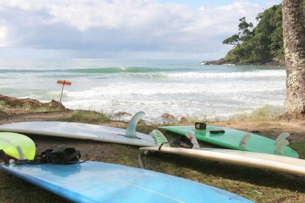 Pranchas de surf na praia da Engenhoca