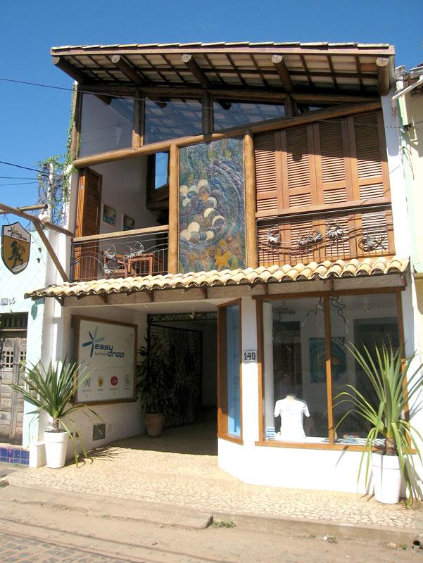 Prédio da EasyDrop Surf Camp em Itacaré, Bahia