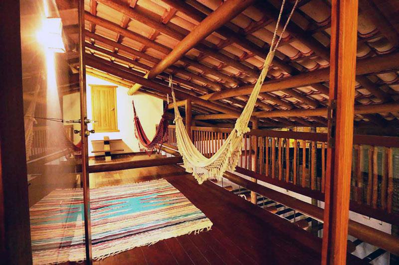 Sala de estar do apartamento DropInn em Itacaré